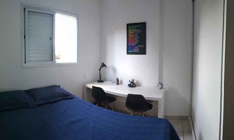 Quarto + Banheiro exclusivo + Garagem Próx. USP/HC