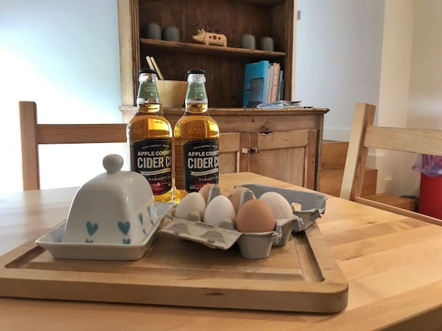 We give all guests a welcome pack of eggs from the farm, local cider, bread, milk and butter.
