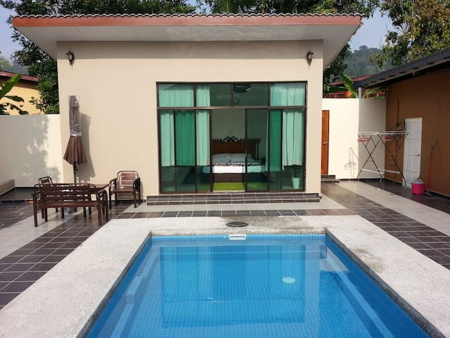 Homestay ALIAH (with private pool)