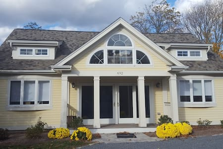 Craigville beach home steps from the beach - Barnstable - Maison