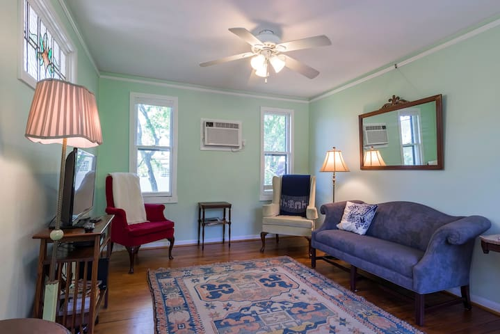 Historic Heights Garage Apartment - Houston - Apartment