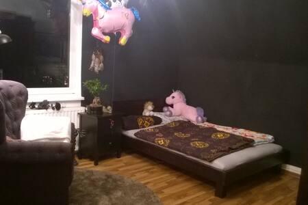 Nice Bedroom in shared flat - Apartamento