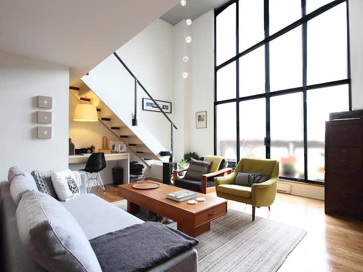 Beautiful Loft w/Balcony | New Reno | 2-levels