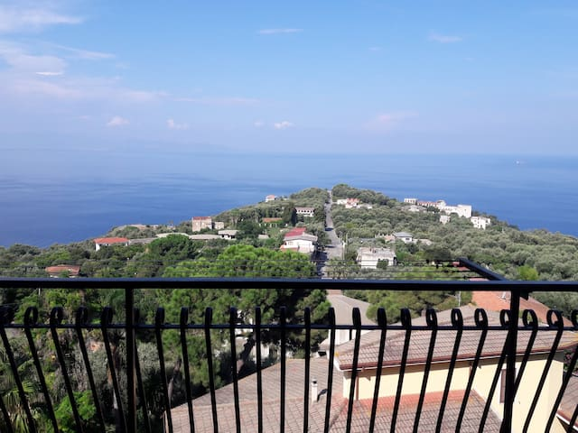 Beautiful apartment, 5 beds, Palmi, Calabria