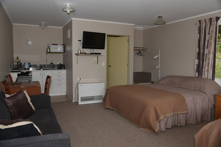 Naseby Holiday Cottages - Studio Unit