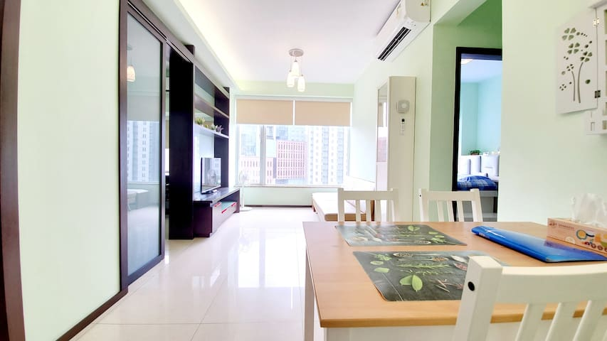 ☺ 2 Bed Awesome Apt By the MTR & Bus Stops 1 MIN