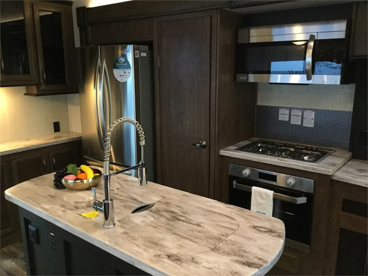 Luxury Resort RV on the Ocean in Parksville