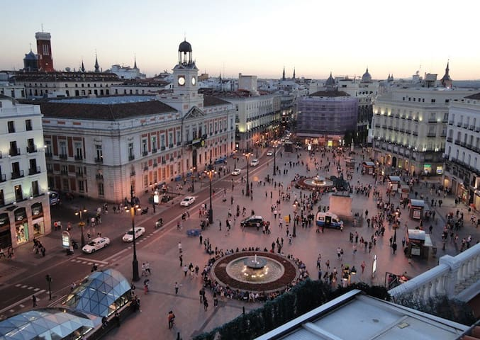 Just by Puerta del Sol! Private(2c)