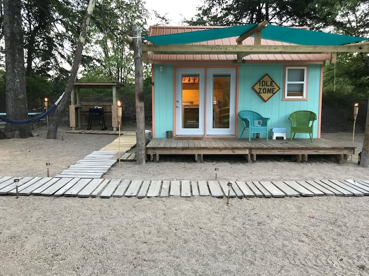 Beach Style Lakeside Mini Cottage Idle Zone