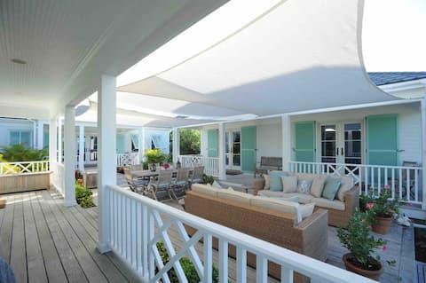 "Whymms Villas ""Happy Hour"" luxury beach & boat"