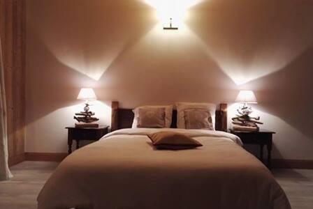 Chambre 4p avec SDB, balcon privatif et baignoire - Sallanches - Bed & Breakfast