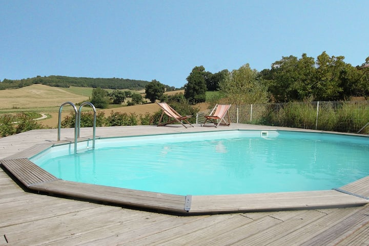 Mooi vakantiehuis in Montadet, Frankrijk, met privétuin