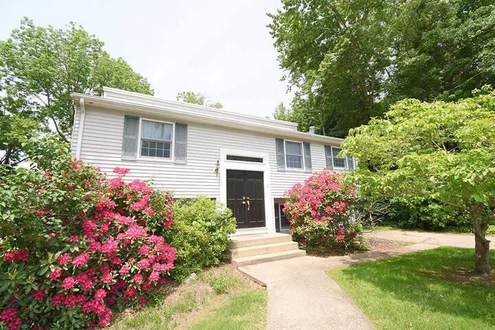 Beautiful House in Bonnet Shores, Narragansett RI!
