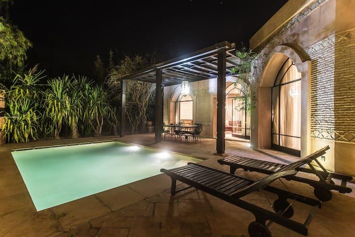 Villa env 250m² 3 chambres avec piscine privée