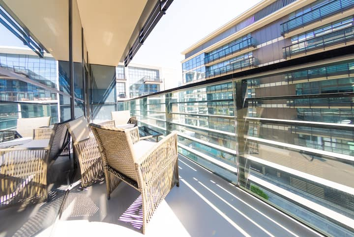Spacious 1 Bed Apartment in City Walk