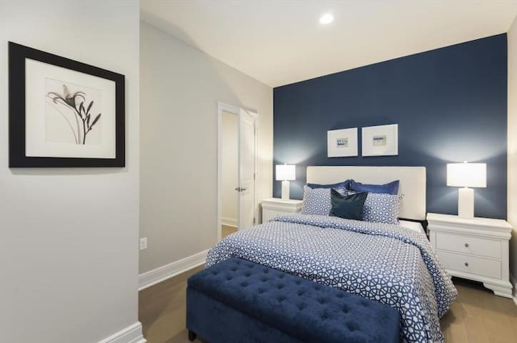 MODERN LOFT in the HEART Bmore CITY! Mins To DTOWN