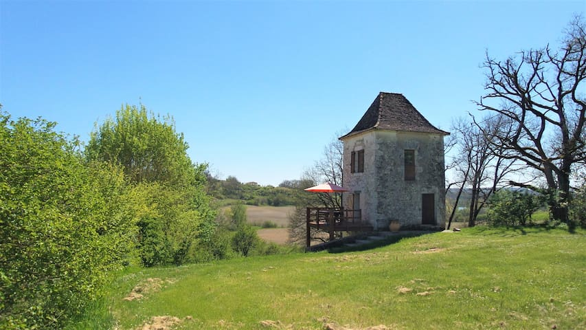 Secluded tower in deep country - Dordogne border - Parranquet - House