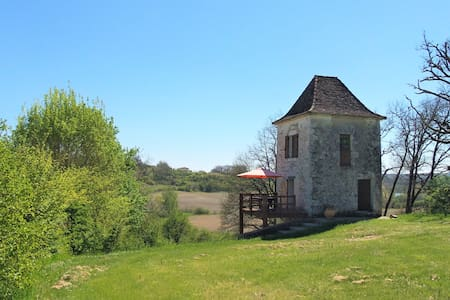 Secluded tower in deep country - Dordogne border - Parranquet - Haus