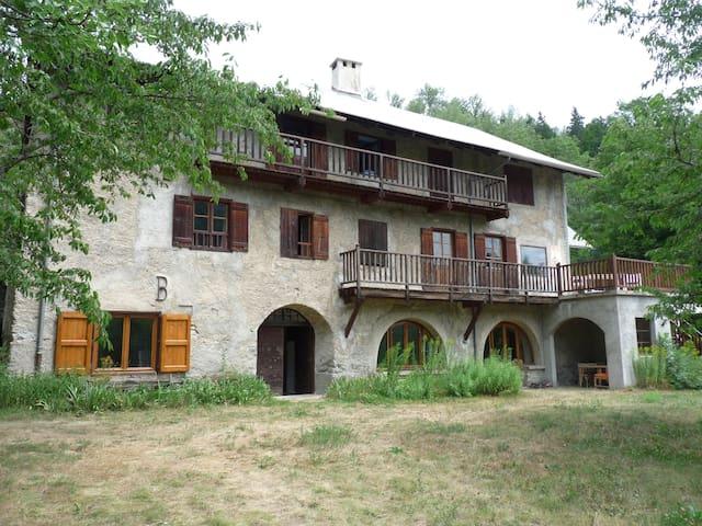 Grande maison de pays pleine de charmes - La Salle-les-Alpes - Ferienunterkunft