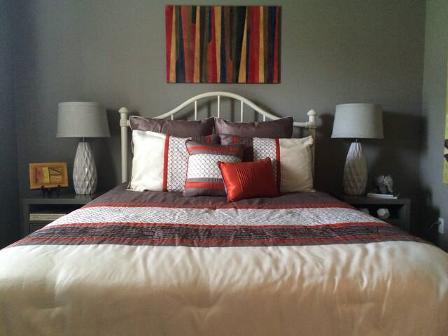 Cozy and colorful bedroom and bath - Bentonville