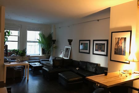 Bedroom in spacious loft. NYC at your fingertips! - Нью-Йорк - Лофт