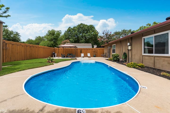New! Private Pool Oasis, in the heart of DFW.