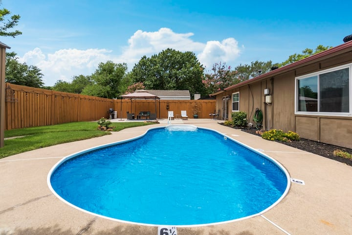 Private Pool Oasis in the heart of DFW.