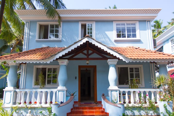 French Room in Luxury family home - Siolim - Dom