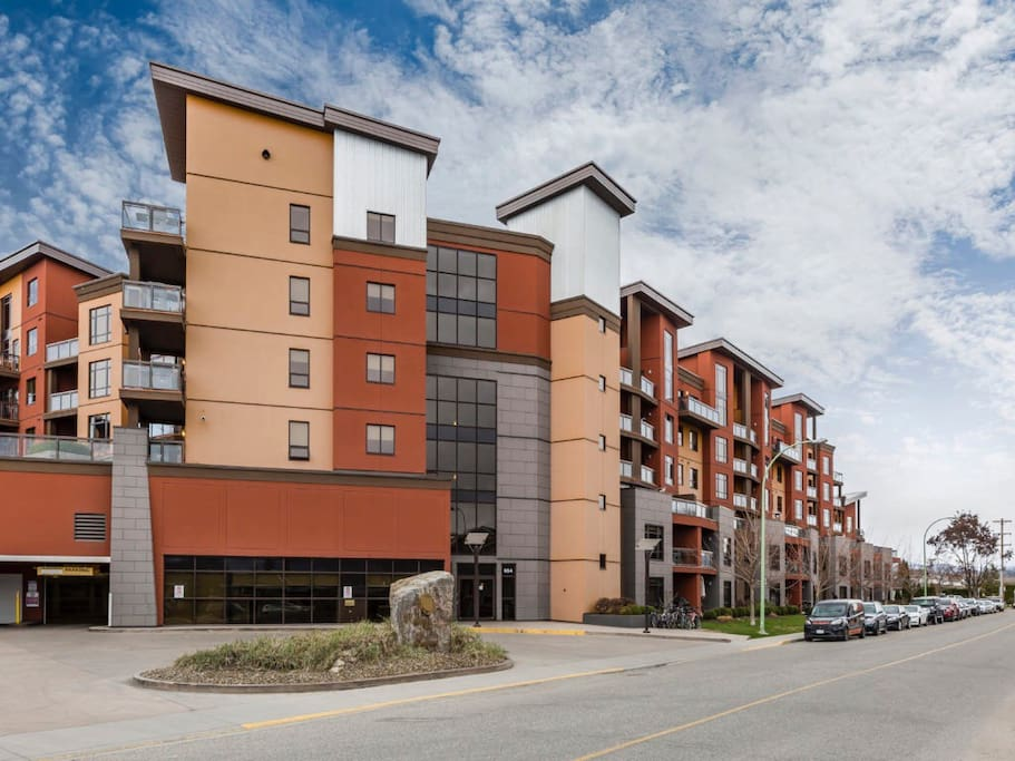 Creekside Condo At Playa Del Sol Apartments For Rent In Kelowna British Columbia Canada