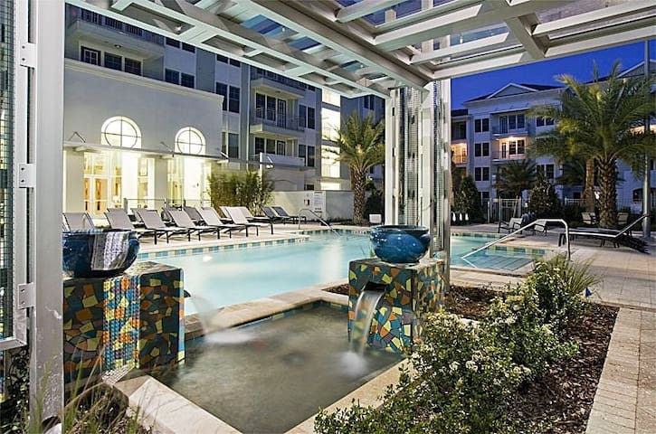 BEST LOCATION IN ORLANDO!!! LUXURY APARTMENT
