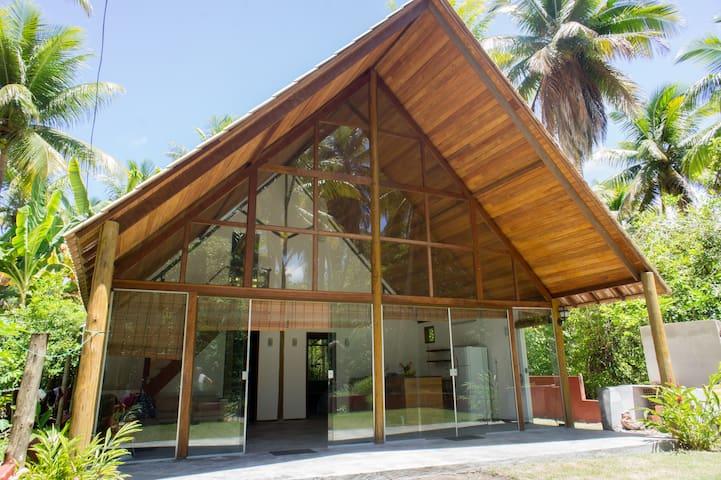 Casa estilo suiço 3 suites, quarta praia de morro