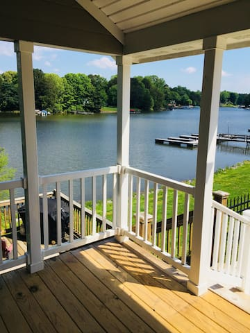C13-A Lake Front Tiny Home Cabin on Lake Norman