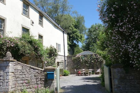 Lovely property in the heart of Somerset, sleeps 9