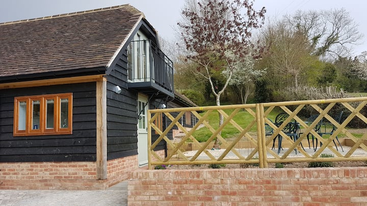 Red Kite Barn in a secluded valley close to Marlow