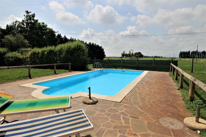 Holiday home in the Reserve of Delta del Po, Wi-Fi, pets allowed, swimming pool