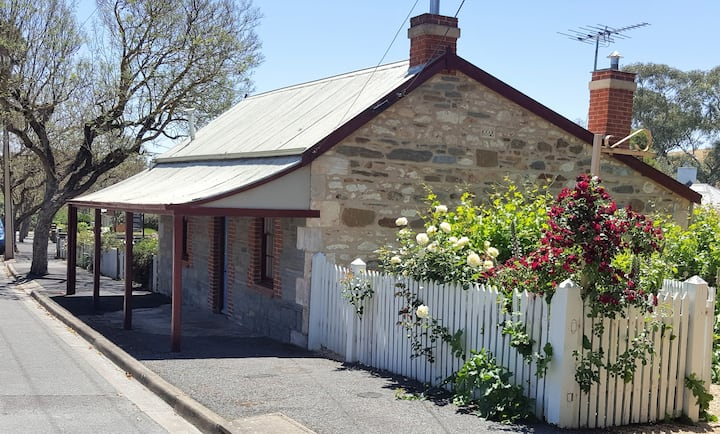 Fig Tree Cottage,  * Under new Management * A charming 2 bedroom cottage. Historic 1843 cottage in the heart of Angaston.