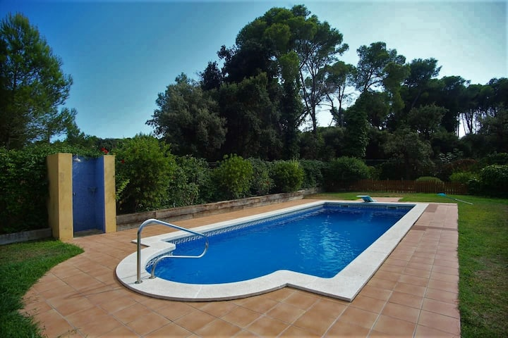 One-storey villa with large garden in Pals