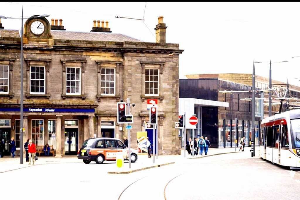 Haymarket train station &tram airport link only 2 minutes walk from flat- no need for taxi!