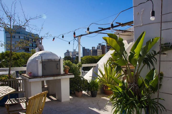 Sunny Good Sized Studio with Great Rooftop Terrace