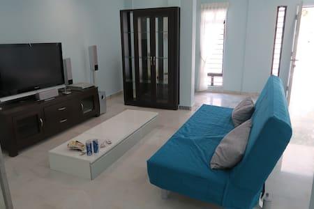 AnD Santorini House - クアラルンプール