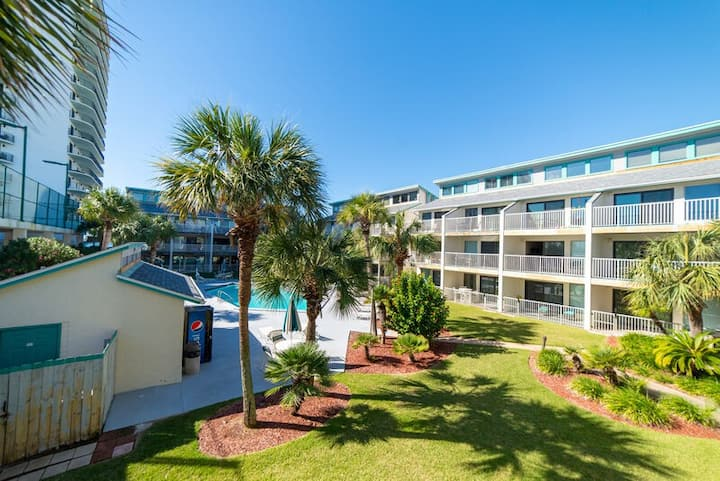 Beach Happy @ Liz's Happy Place! New Listing! Fantastic Pool Views~2nd Floor~