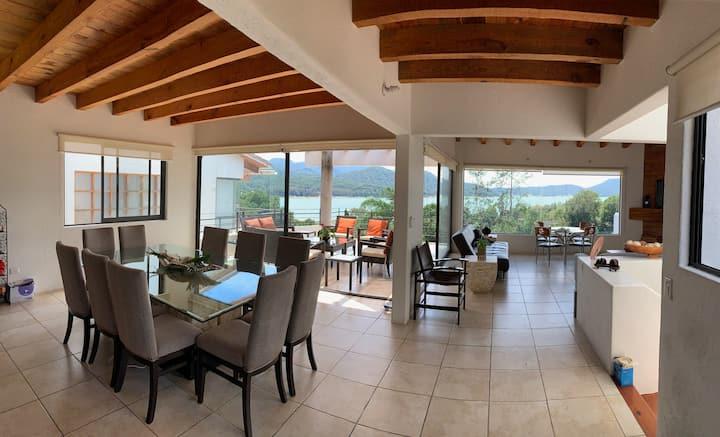 Disfruta de la vista mas hermosa del lago en Casa