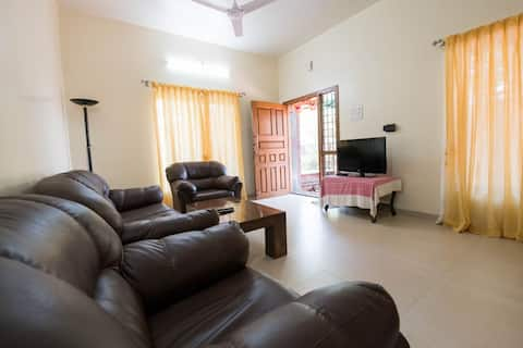 A beautiful 2 bhk villa with big garden area located on panchgani Mahabaleshwar main road near venna lake ,we have a caretaker facility perfect for 2 families for maximum 7 guests ,kitchen is fully equipped , walkable distance from lake