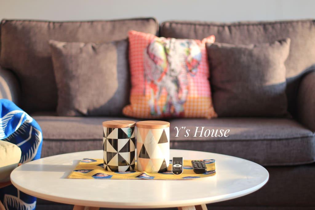 变形金刚一般的沙发,随时能变出一张舒服的沙发床哦。