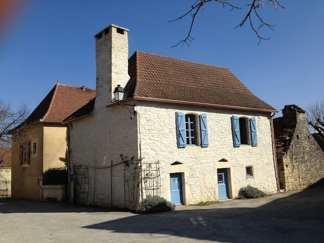 Maison ancienne restauree - Montgesty - Ev