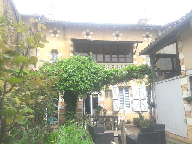 2 chambres privées dans une demeure du 18é