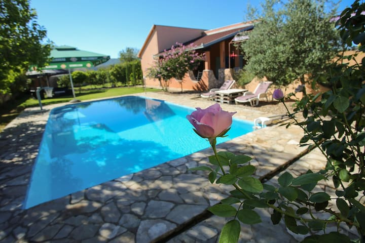 Villa Blagaj with swimming pool - Mostar - Casa