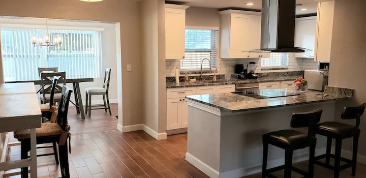 RENOVATED 4BR IN THE CENTER OF TAMPA| PET FRIENDLY
