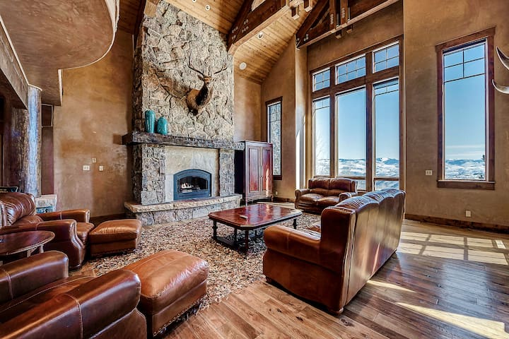 Cordillera Summit Estate with Views