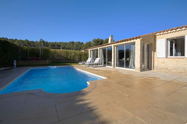 CHARMING VILLA WITH POOL - NEAR AIX EN PROVENCE